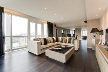 3 bed Flat for sale in Eaton House...
