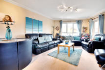 Flat to rent in Rockwell Court, Watford...