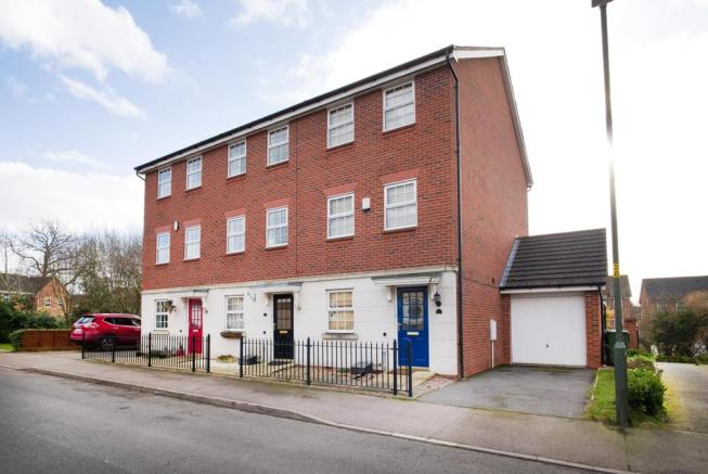 3 bedroom end of terrace house for sale in Royal Worcester ...