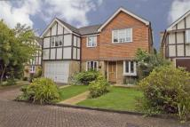 5 bedroom Detached house in Heythrop Drive, Ickenham