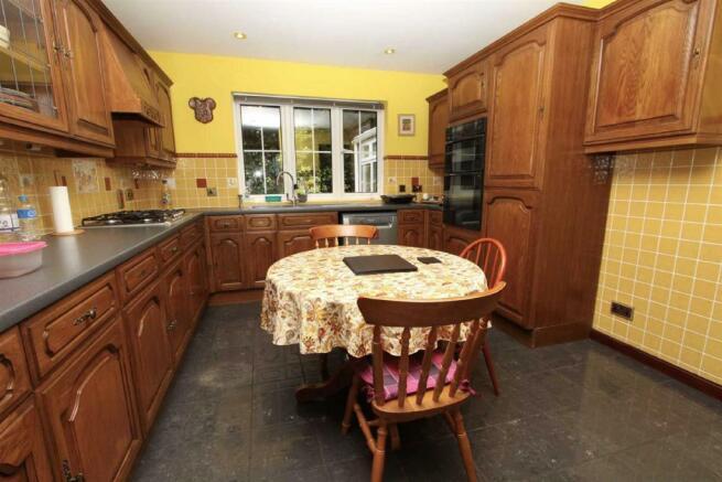 Kitchen/Breakast roo