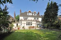 6 bed house in Westleigh Avenue, London...