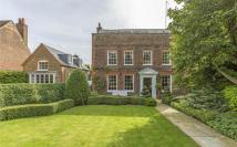 7 bedroom Detached home in Sudbrook Lane, Petersham...