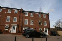 Town House to rent in Apsley