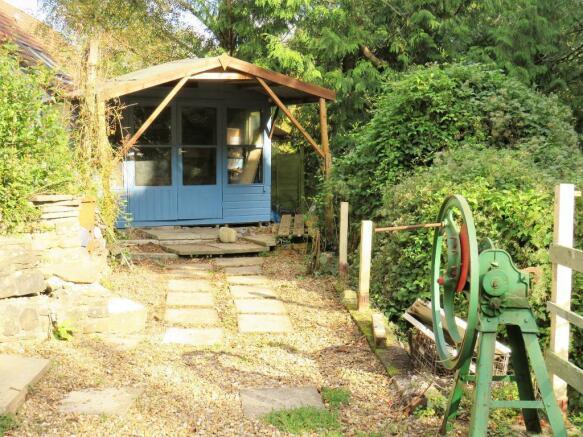 Side Garden/Summer House
