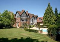 8 bed home in Fulmer Rise Manor...