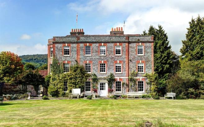 character property for sale in the manor house buriton