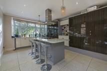 4 bedroom semi detached property in Ellesmere Road, London...