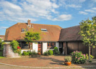 4 bed Detached home for sale in Tarrs End, Kingsteignton...