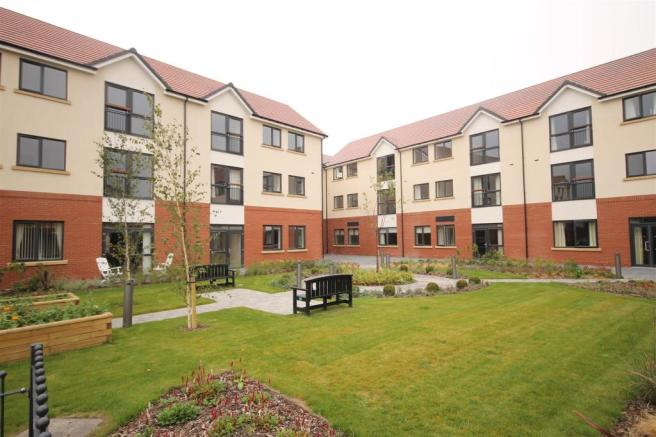2 bedroom apartment for sale in potters place foolow avenue boythorpe chesterfield s40 for 2 bedroom apartments in chesterfield va