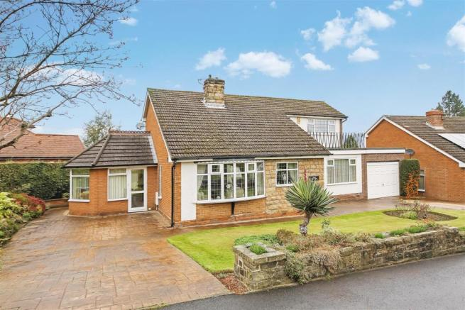 3 Bedroom Detached House For Sale In Park Hall Avenue Walton