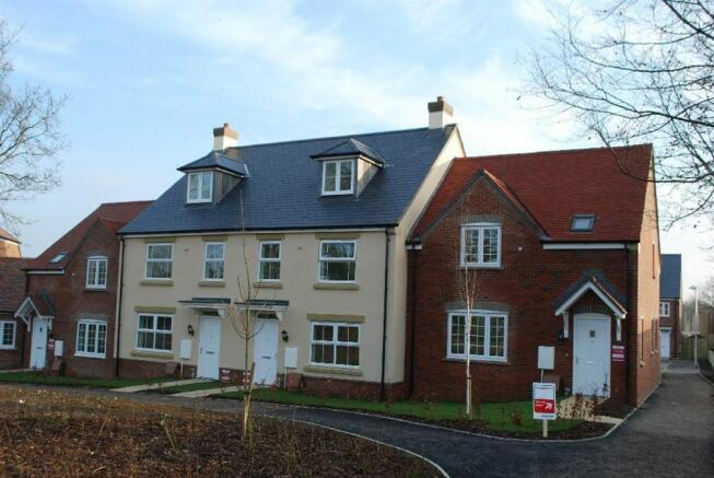 3 bedroom house for sale in pinchington grange pinchington lane newbury rg19 rg19