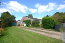 2 bedroom Semi-Detached Bungalow in CHURCH VIEW, Carterton...
