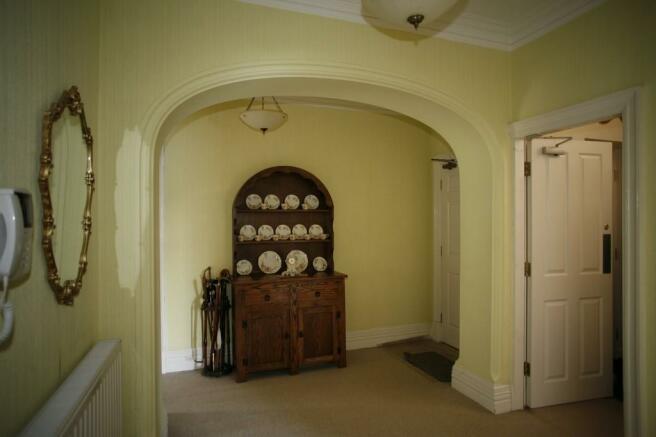 Private Entrance ...