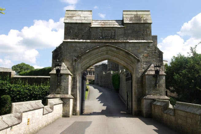 Entrance To Thurl...