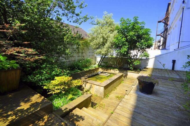 Private garden to re