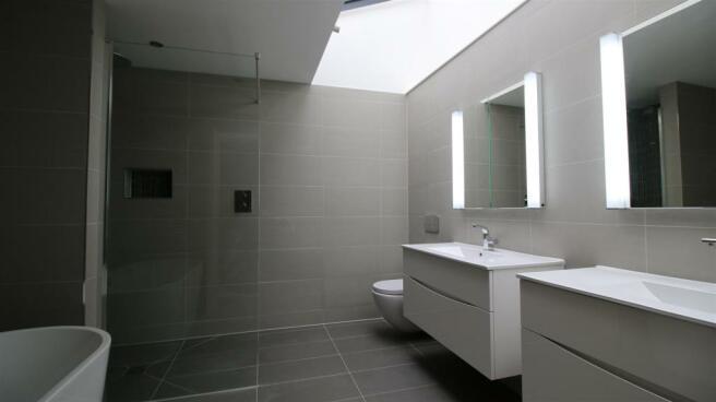 LUXURY BATH & SHOWER ROOM