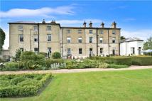 2 bed Flat in Hall Drive...