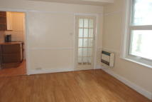 Studio apartment in Hamstel Road...