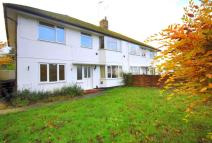 Ground Maisonette to rent in Horley, Surrey