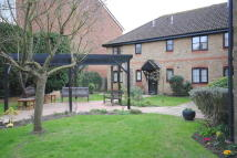 Apartment to rent in High Street, Lingfield