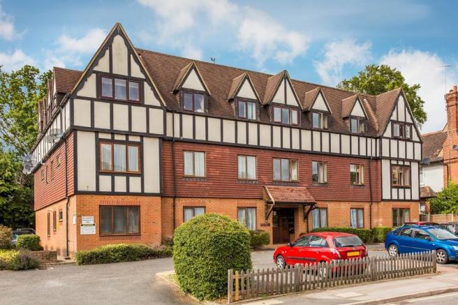 2 Bedroom Apartment For Sale In Gresham Road Oxted Rh8