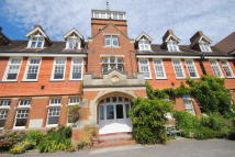 Ground Flat to rent in Oxted