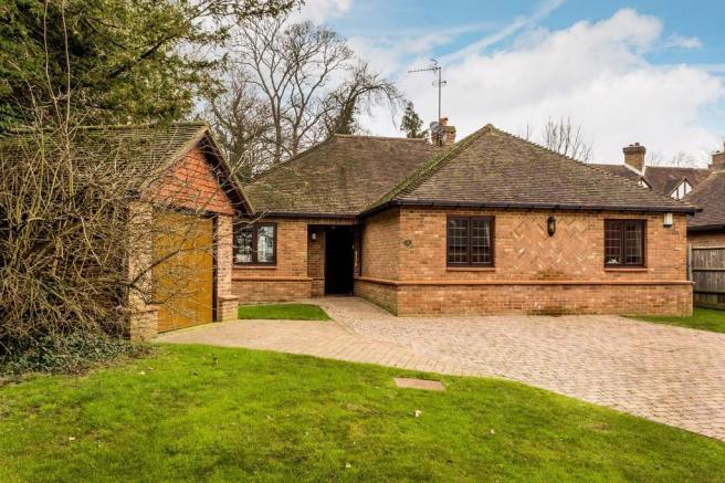 3 Bedroom Detached Bungalow For Sale In Fairfax Close Oxted Rh8
