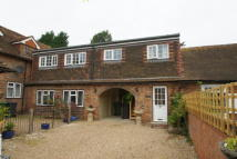 Cottage to rent in Horley, RH6