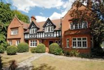 5 bedroom Detached property to rent in Esher