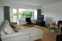 2 bedroom Apartment to rent in Esher