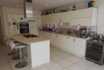 Town House to rent in Lincoln Grove, Weybridge