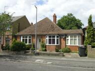 4 bedroom Detached Bungalow in Borough Road, Dunstable...