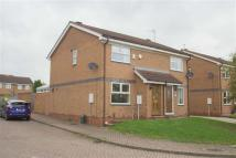 Town House to rent in Waterman Court
