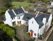 5 bedroom Detached house in Churston Road...