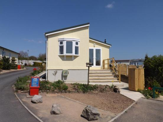 1 Bedroom Mobile Home For Sale In Abbotshill Park Totnes