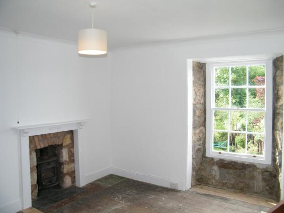 Bedroom with open fi