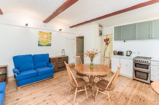 Apartment Lounge/Kit