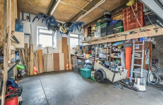 Very Large Garage/Wo