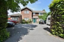 4 bed house in Church Road, Locks Heath