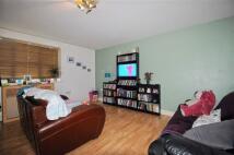 2 bedroom Flat in Plomer Avenue, Hoddesdon...