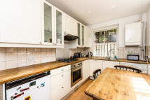 1 bed Flat to rent in Westbourne Gardens...