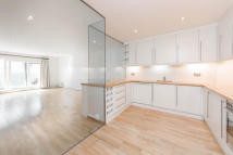 3 bed Flat in Chepstow Place...