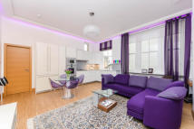 Flat to rent in Queen's Gate...