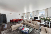 4 bedroom Flat to rent in Queen's Gate...