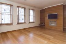 2 bedroom Flat in Elm Park Gardens...