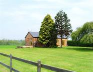 2 bed Barn Conversion to rent in Fenemere Manor...