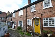 Mews to rent in Drapers Court...