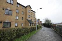 Flat to rent in Armoury Road, Deptford...