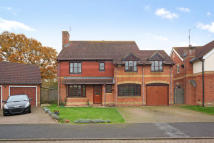 4 bed Detached home to rent in Davis Road, Weybridge...